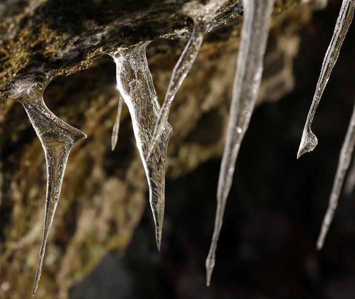 Jégcsapok valahol a Holdvilág-árok felett.