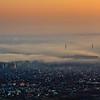 A Megyeri híd és Békásmegyer napkeltekor, ködpárna alatt