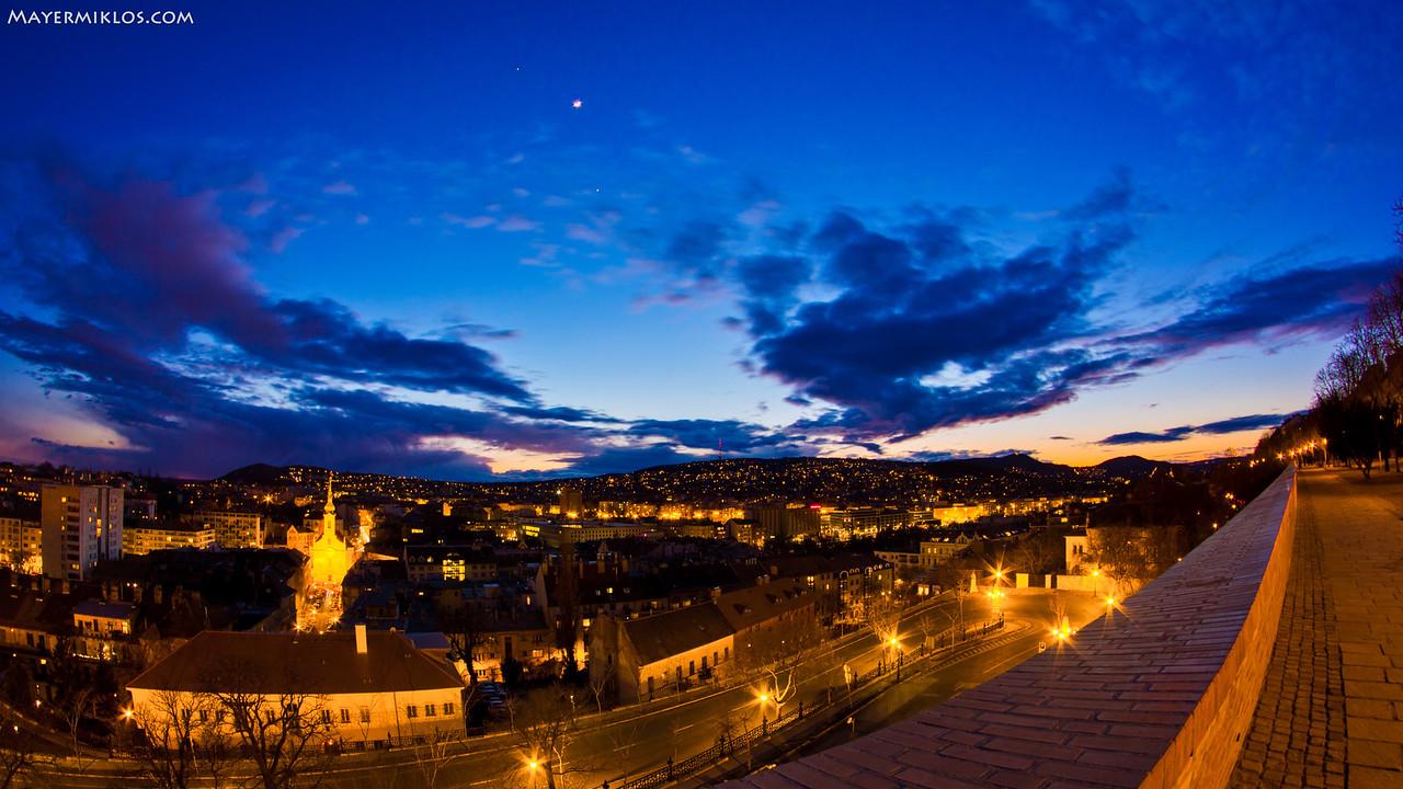 Conjunction of Jupiter, Venus and Moon on the evening of 26th February 2012 seen from Buda Castle, Hungary  A Jupiter, Vénusz és a Hold együttállása 2012 február 26-n az esti órákban a budai várból a János-hegy felé nézve