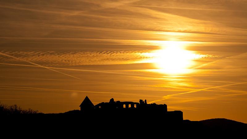 A visegrádi vár a naplementében