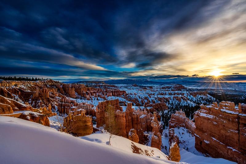 Sunrise at Sunset Point, Bryce Canyon National Park, Utah, USA.