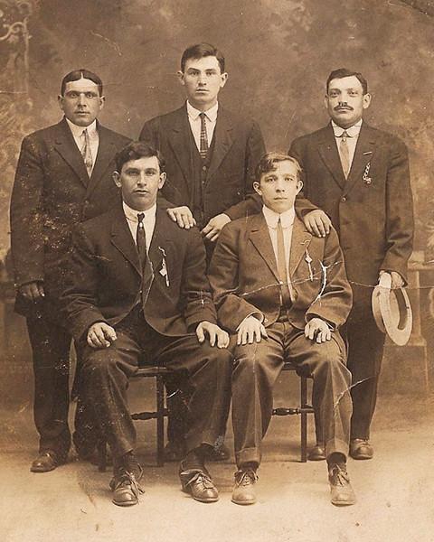 Moishe Brudney, (center)