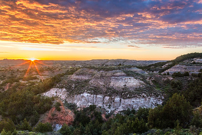 Badlands Overlook Sunrise - Theodore Roosevelt National Park