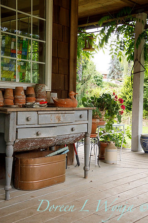 Country cottage potting bench_1800