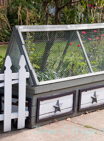 decorative cold frame with wire_6401