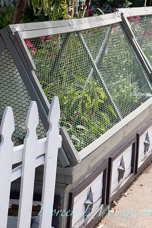 decorative cold frame with wire_6399