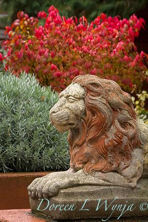 Garden statue - painted concrete lion_7296
