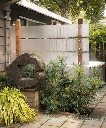 Hakonechloa macra 'Aureola' - Mahonia eurybracteata 'Soft Caress' - patio landscape - privacy screen_1338M