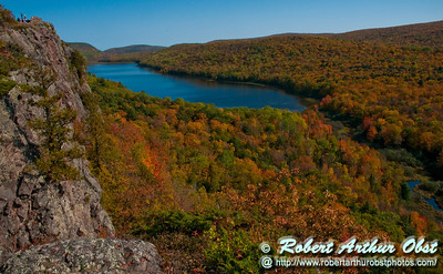 Blazing autumn hardwoods and granite cliffs frame Lake of the Clouds Scenic Area within Porcupine Mountains Wilderness State Park (USA MI Ontonagon)