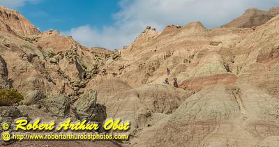 DW-Hiking_0295_USA.WY.BadlandsNationalPark.HikersNegotiatingSaddlePassTrail-B  (DSC_0295.NEF)