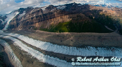 Braided glacier and colorful mountains southeast of Regal Mountain within Wrangell St. Elias National Park and Preserve (USA Alaska McCarthy)