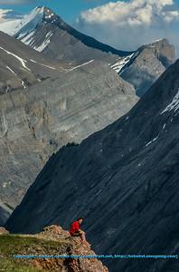 LI-Mountains_8280_ATO.WestUSACanada2014-CAN.Alberta.SaskatchewanRiverCrossing.BanffNP.ParkersRidgeTrail.HikersViewMountainsAndGlacier-B (DSC_8280.NEF)