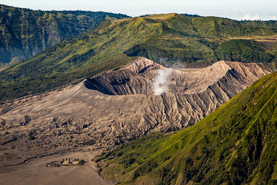 Mount Bromo and the Hindu Temple of Pura Luhur Poten.