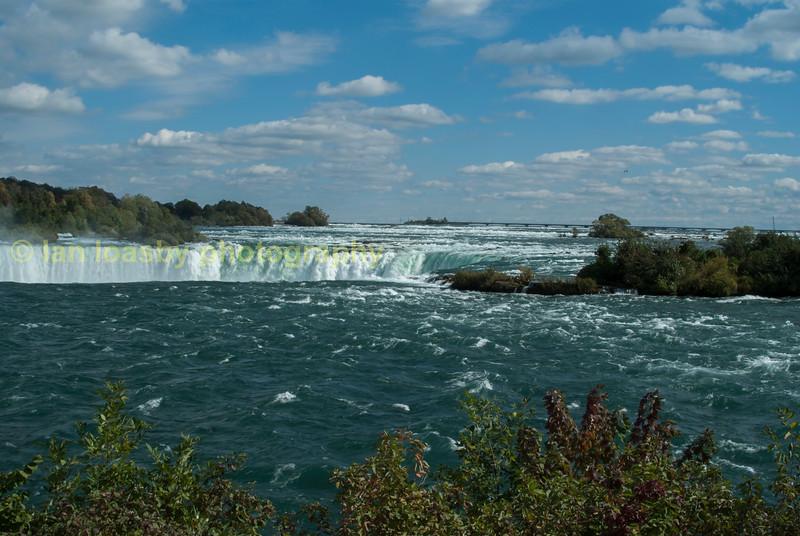 Horseshoe falls and the river Niagara