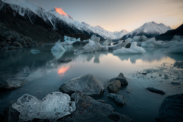 Frozen Dawn || Lake Tasman