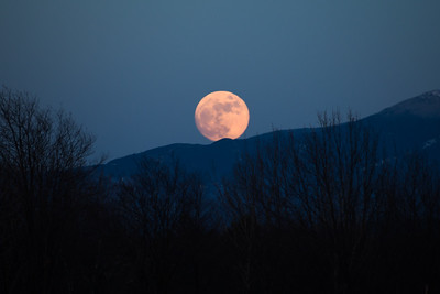 Moon Rise Over Mansfield