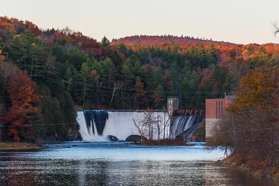 Petersen Dam in Autumn