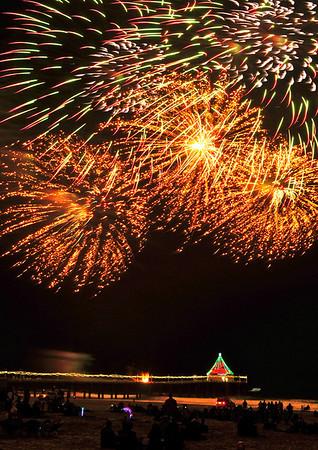 """""""Fire Buds"""".  Manhattan Beach Holiday Fireworks Festival 2009, Manhattan Beach, CA"""