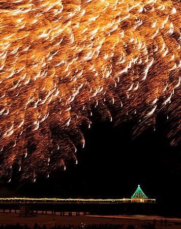 """Gold Glitter"". Manhattan Beach Holiday Fireworks Festival 2008, Manhattan Beach, CA"