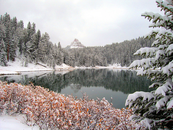 Fall snowstorm at Wind River Lake, WY