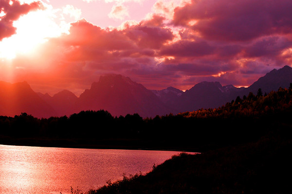 Pink sunset over Oxbow Bend. Grand Teton National Park