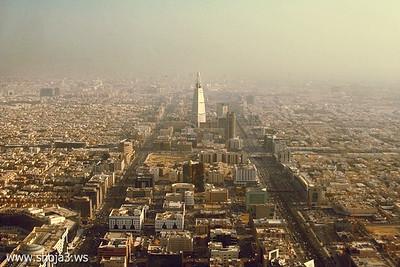مدينة الرياض كماتبدو من على ارتفاع 200 متر  Riyadh City captured at about 200m above sea level.