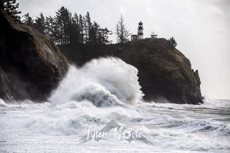 339  G Cape Disappointment Waves