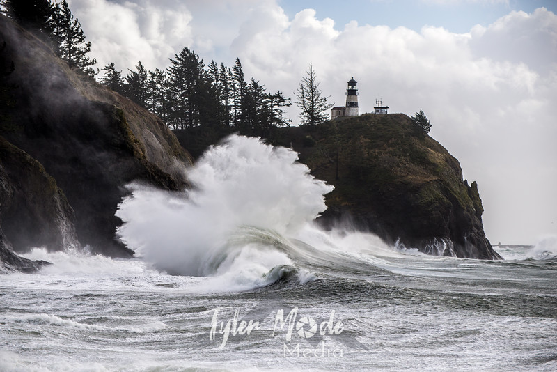 343  G Cape Disappointment Waves