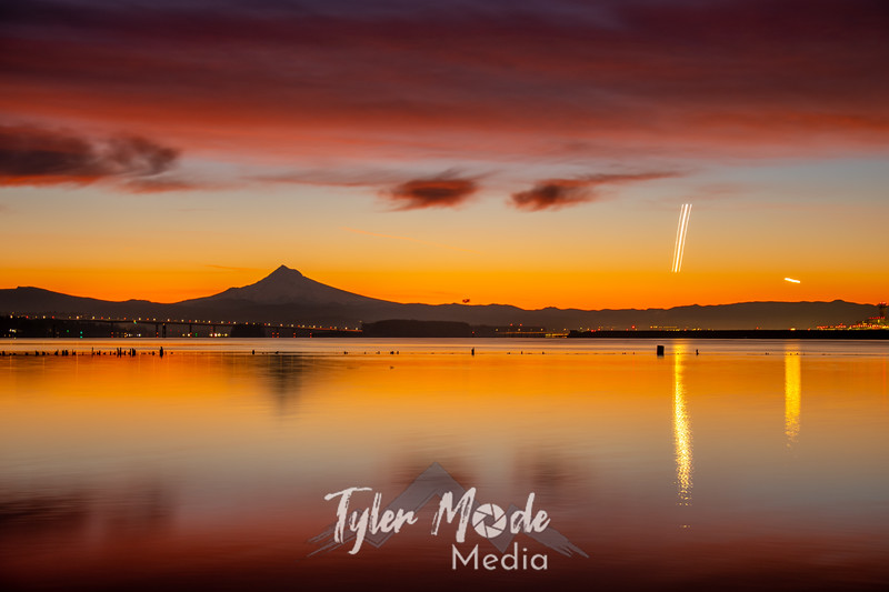 4  G Columbia River and Mount Hood Sunrise Plane