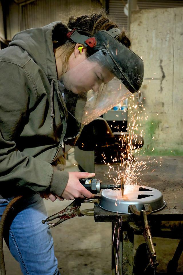 Intern cutting steel
