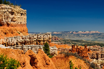 Hoodoos in Bryce Canyon National Park amphitheater as seen from the rim trail at Bryce point