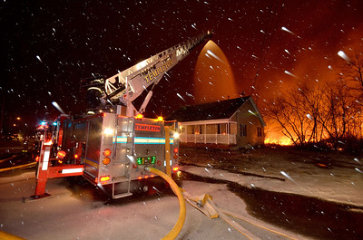 Templeton Ladder protects an exposure at the 4th Alarm mill fire in Athol in January. Quite a bastard to shoot a fire in a blizzard.