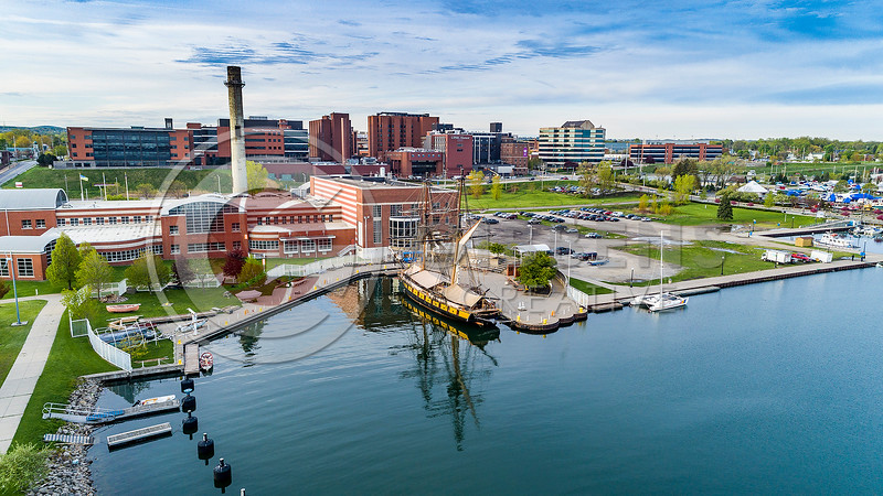 Niagara In Dock Mollys