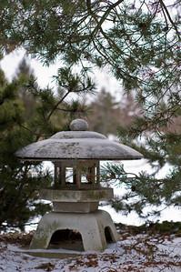 Lantern_in_Snow