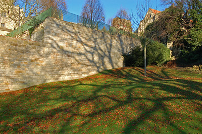 Shadows on the wall in Temple Gardens