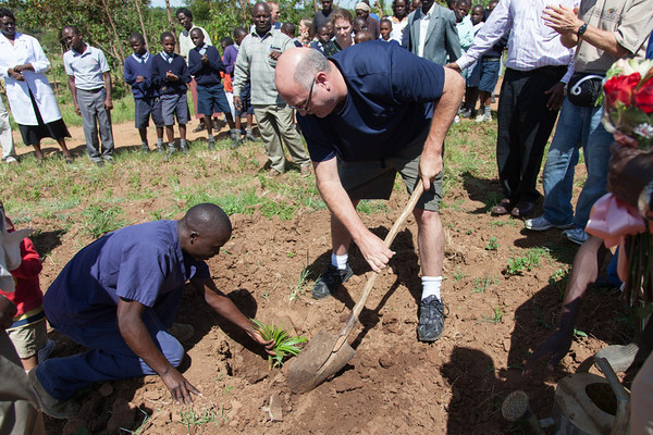 Peter working on planting his tree at the Living room welcome ceremony.