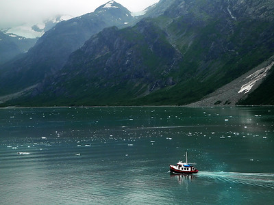 Boat&Glacier-Mountains