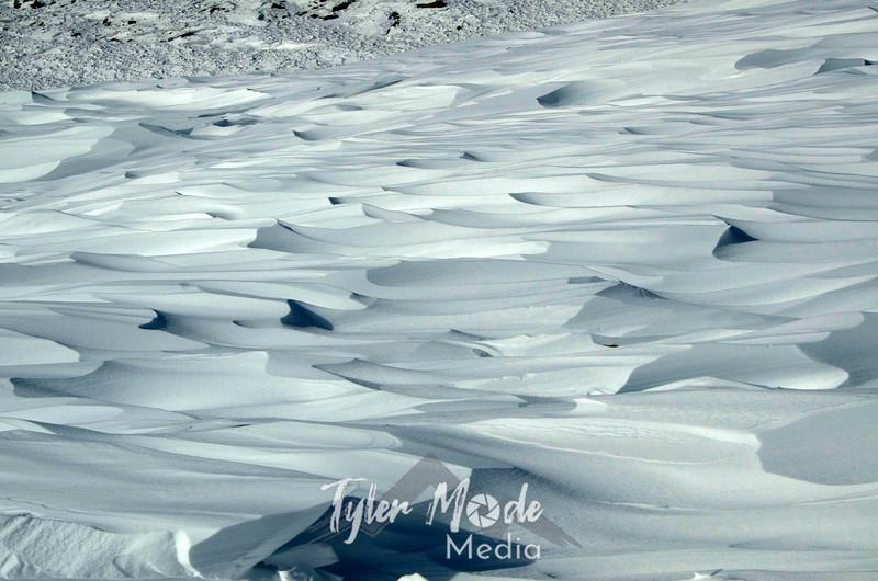 702  G Sculpted Snow