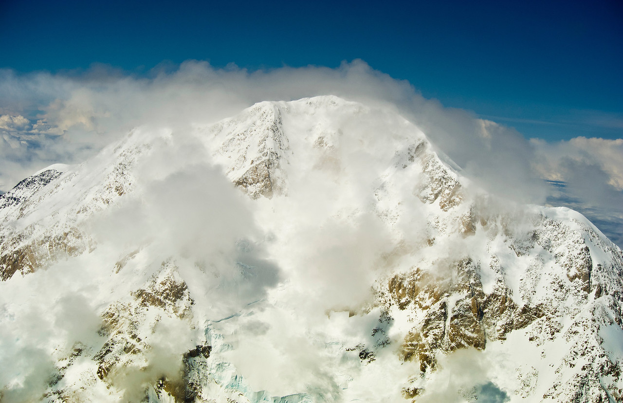 Peak of Mt McKinley (Denali), Extremely changeable weather at the top of North America's tallest mountain.
