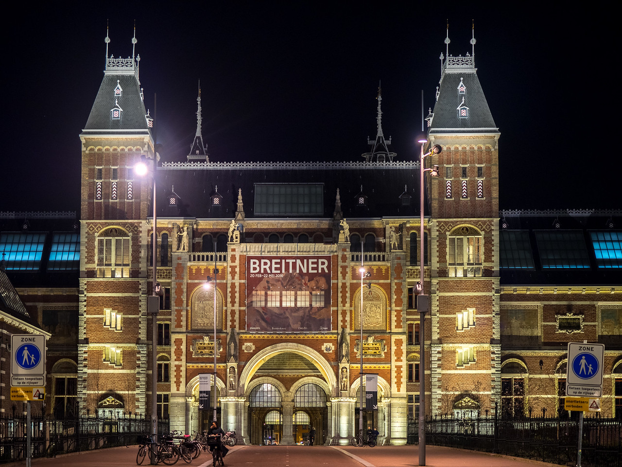 Rijks museum at night