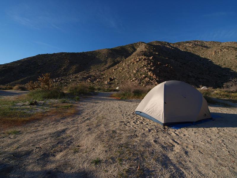 Nearly solitary camping at the end of the road, next to the mouth of Sheep Canyon. E-3 & 7-14 mm @ 7 mm, ISO 200, at f/11, 1/250 sec.
