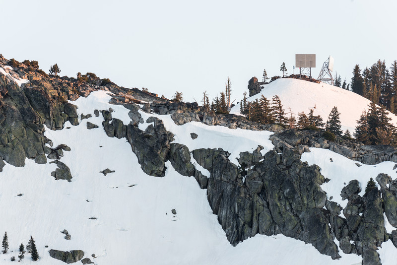 Donner Summit microwave towers from 1.46 miles with 600mm f/4, FULL SIZE RESOLUTION