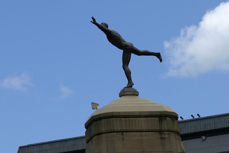 "Auckland Domain entrance statue, ""The Athlete""."