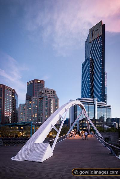Southbank footbridge and Eureka Tower