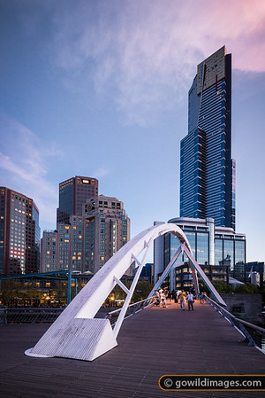 Southbank footbridge and Eureka Tower