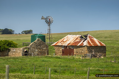 Weathered, historic farm shed on the Vic/SA border