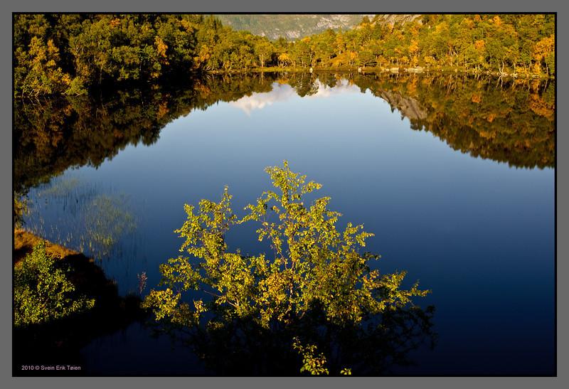 Lake mirror - I<br /> Festvåg backlands