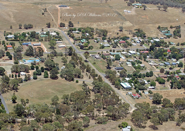 Binalong Recreation Ground at lower left, swimming pool above.