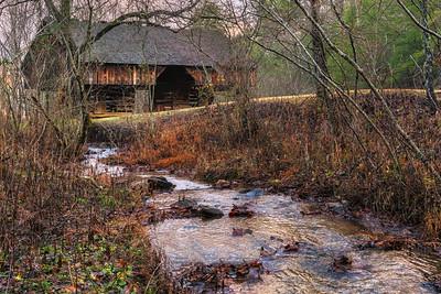 Cantilever Barn on Oliver Branch