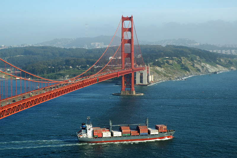 Heavy traffic: Container ships always come and go at the Golden Gate.